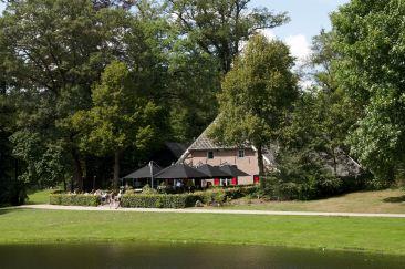 Brasserie De Boerderij in park Sonsbeek te Arnhem